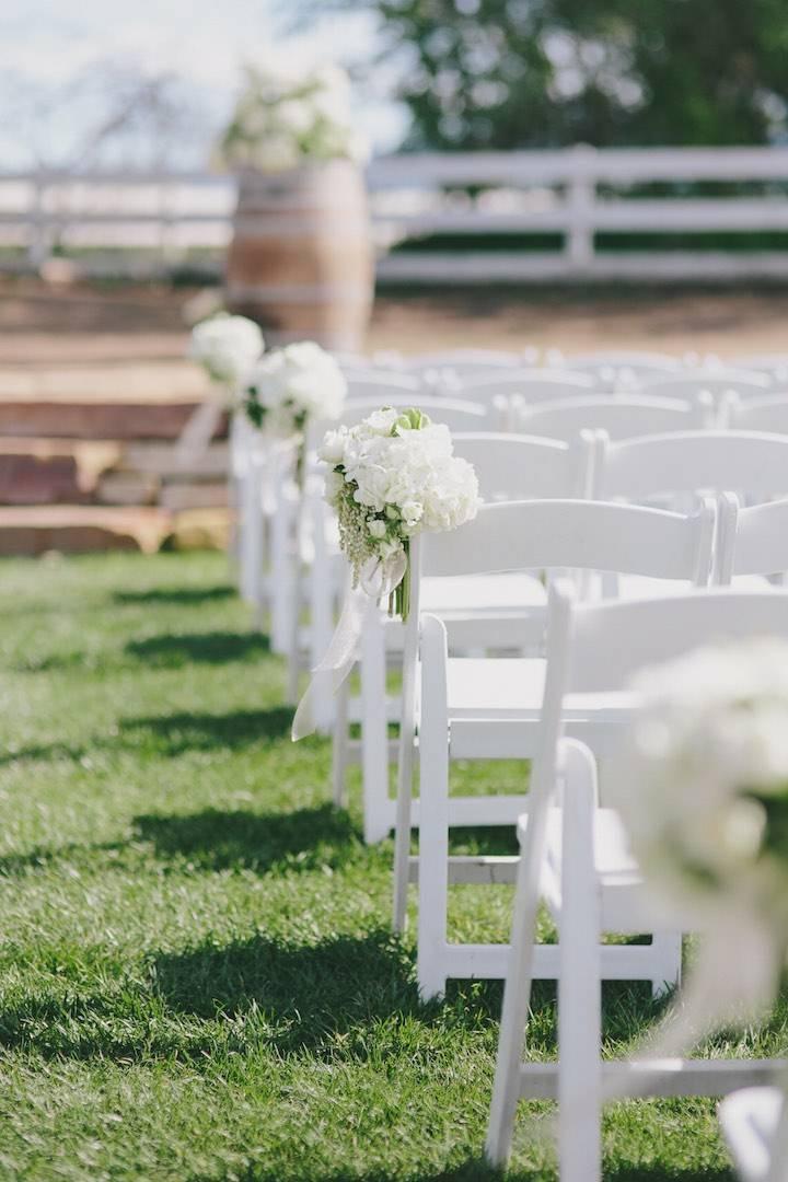 bodas primaverales opciones decoracion sillas blancas flores ideas