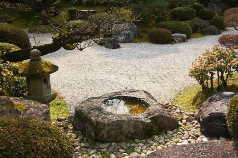 bonita roca fuente piedra