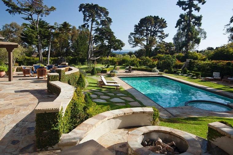 camino jardin cesped losas piscina ideas