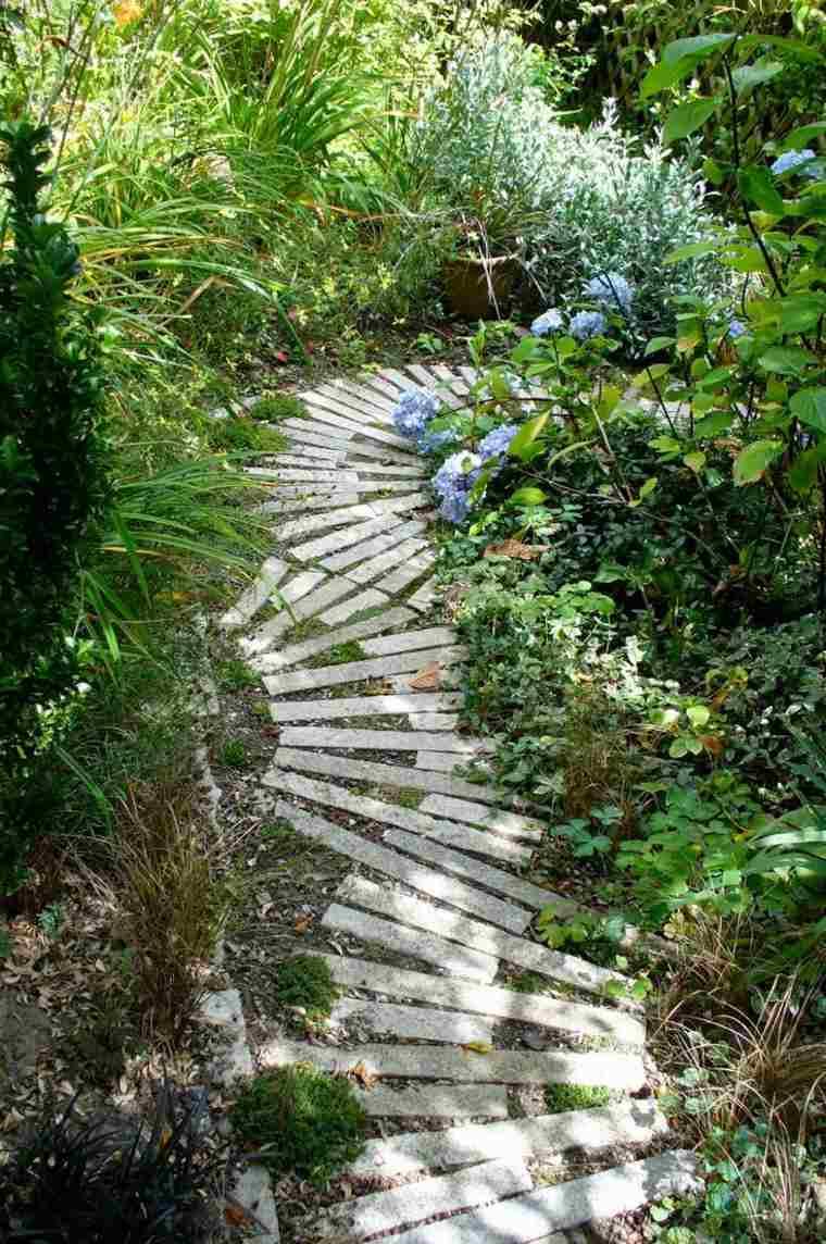 caminos jardin cesped losas estrechas plantas ideas