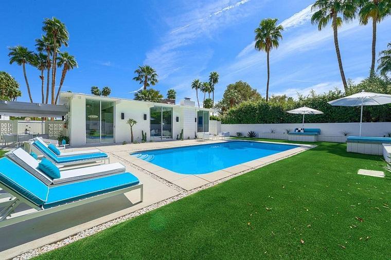 casa moderna piscina jardin amplio muebles blancos ideas