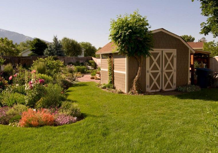 casetas de madera para jardin amplio cesped ideas