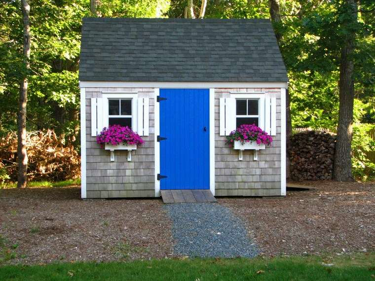 casetas de madera para jardin flores ventanas ideas