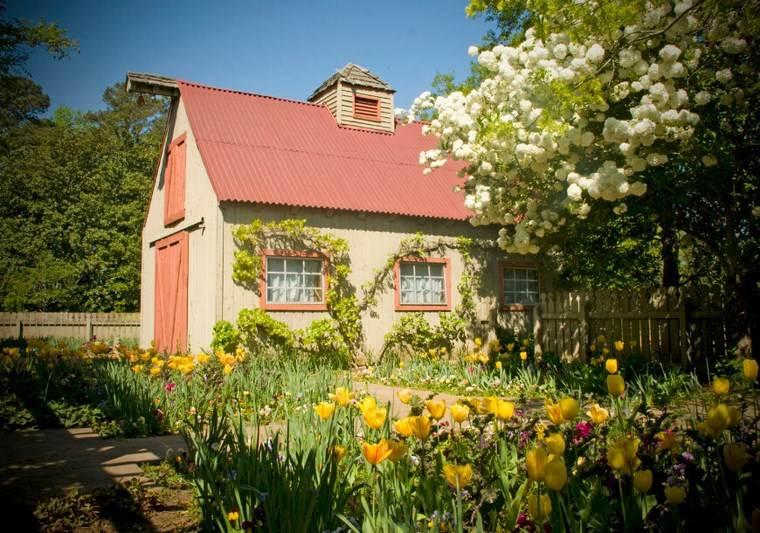 casetas de madera para jardin tulipanes jardin ideas