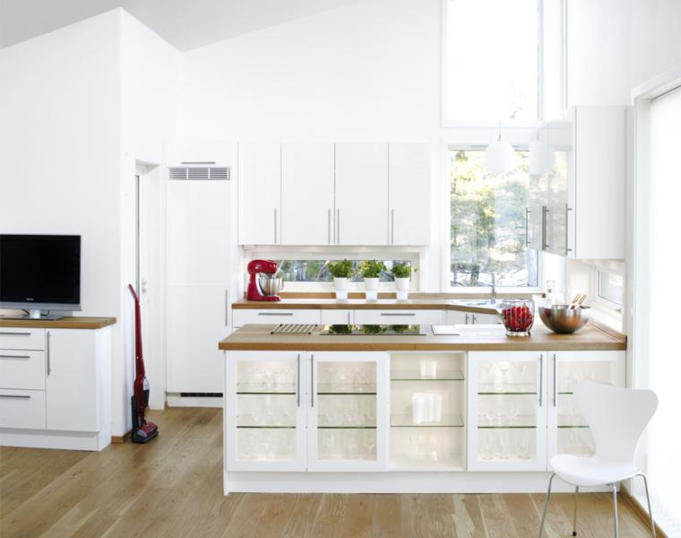 Cocina blanca encimera madera veinticuatro dise os for Cocinas blancas 2016