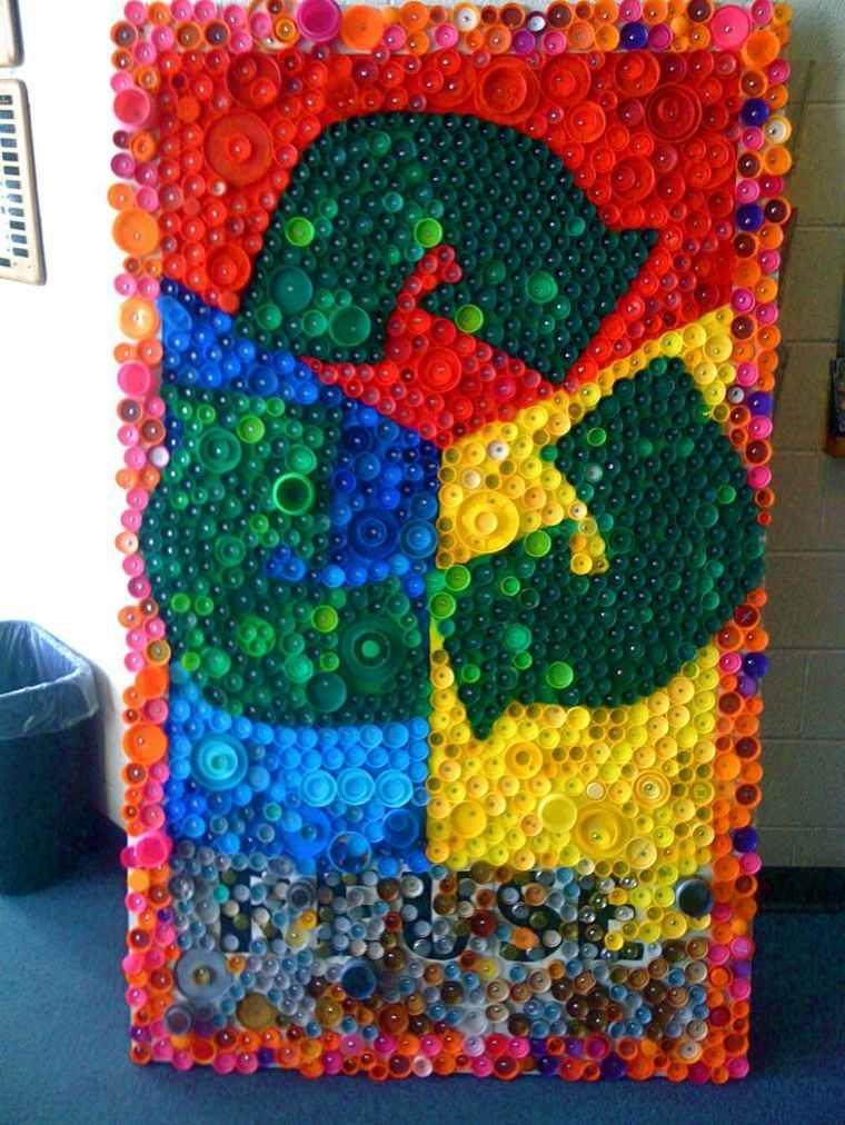 collage cuadro mosaico tapones reciclados