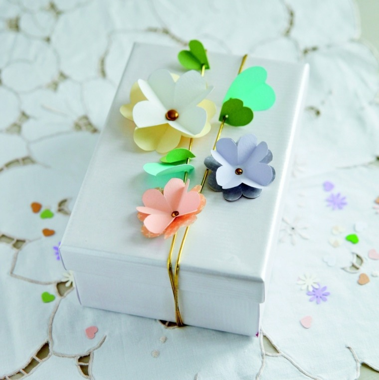 decorar regalo flores papel