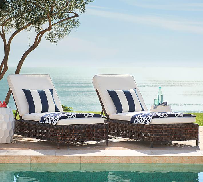 decoracion terrazas muebles rattan tumbonas piscina ideas