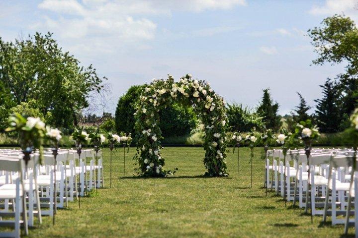 detalles para bodas primaverales altar aire libre ideas
