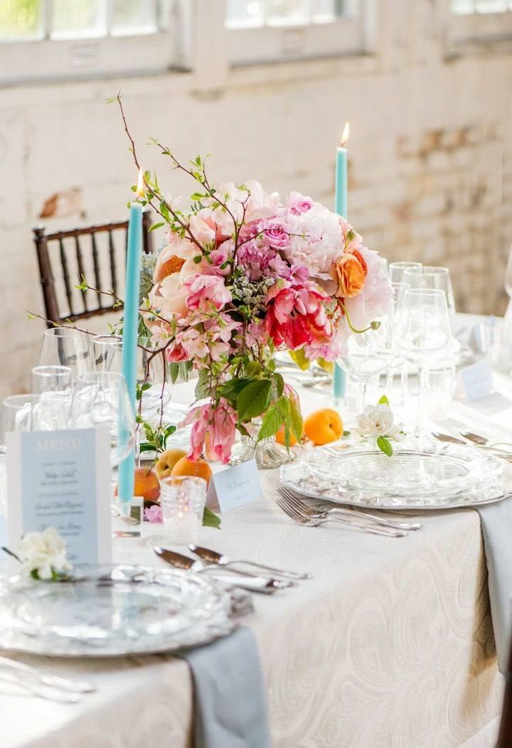 detalles para bodas primaverales flores velas mesa ideas