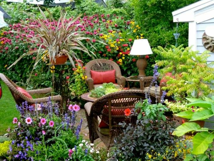 diseño de jardines ideas flores coloridas cojines