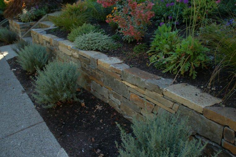 Muros de piedra seca sin cemento 24 ideas para jardines for Poner piedras en el jardin