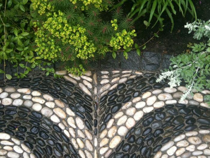 Jardines mosaicos creativos para todos los estilos for Piedras negras para jardin