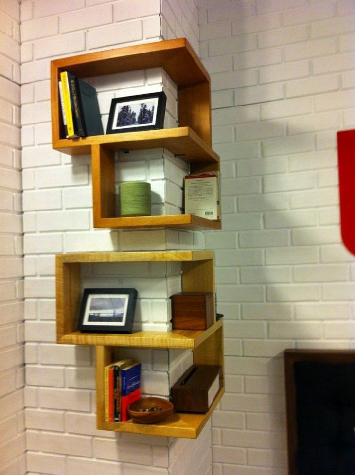 el espacio madera estantes suelos ladrillos