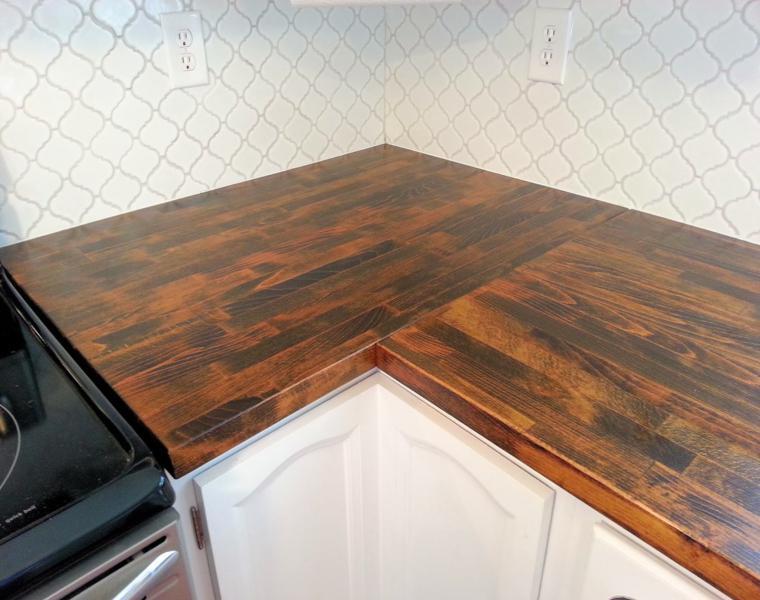 Cocina blanca encimera madera veinticuatro dise os for Countertop liquidators