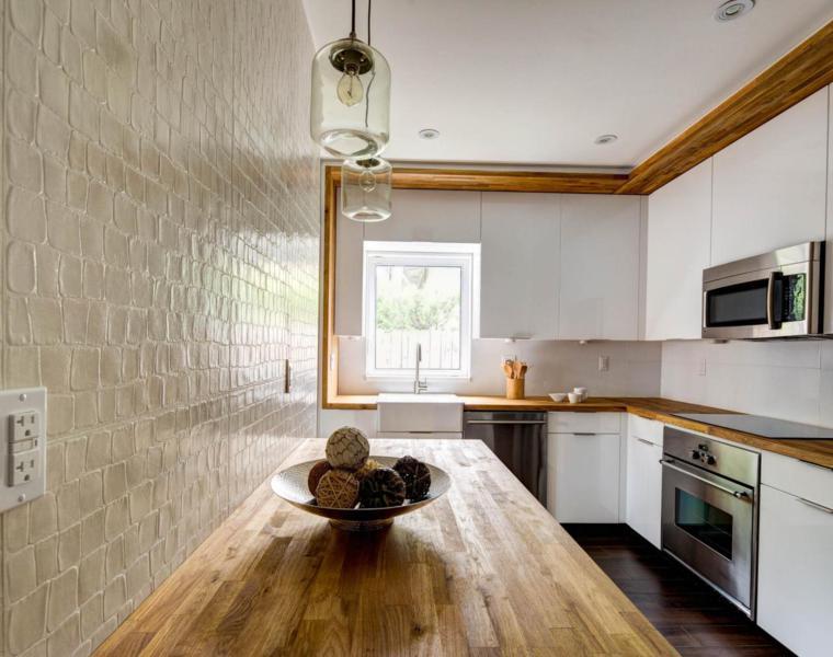 Cocina blanca encimera madera veinticuatro dise os for Encimeras cocinas blancas