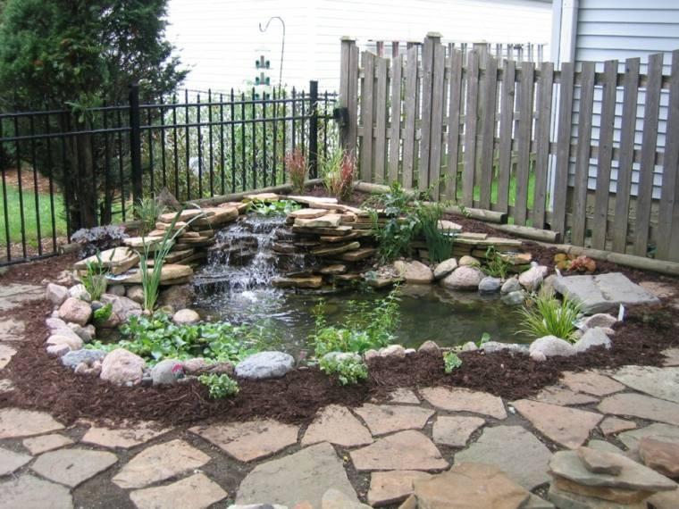 Cascadas y fuentes de jard n modernas 42 ideas estupendas for Estanque jardin pequeno