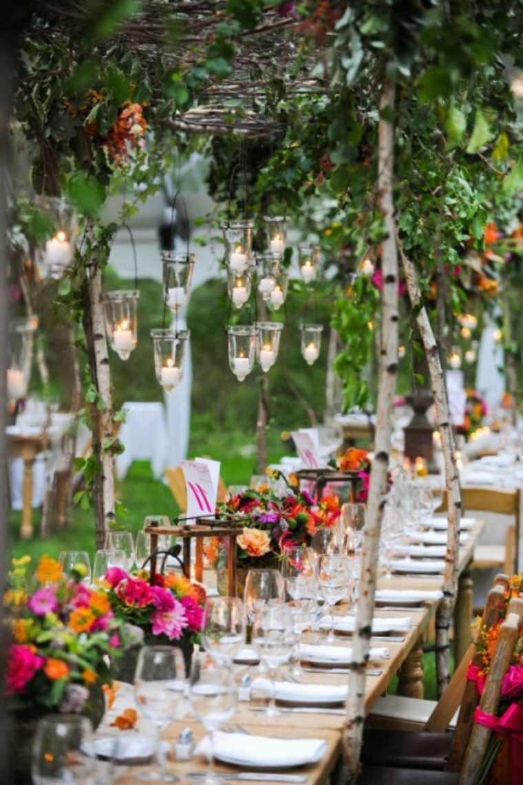 estuopenda mesa decorada muchas flores