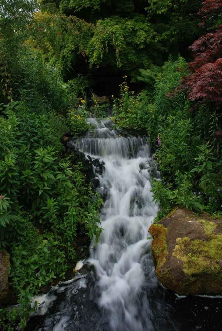 estupenda cascada movimiento natural