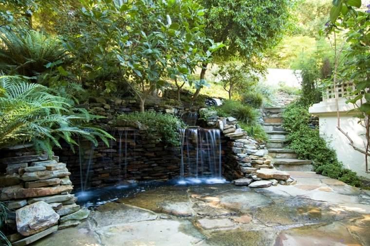 Cascadas y fuentes de jard n modernas 42 ideas estupendas for Cascadas de piedra para jardin