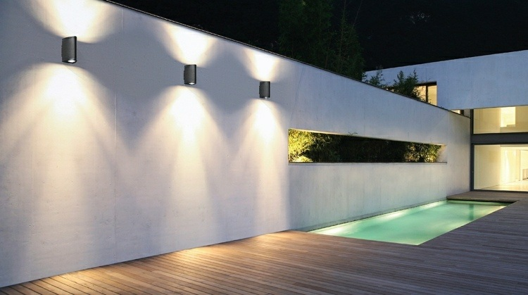 Iluminacion exterior luces led de dise o moderno for Luces patio exterior