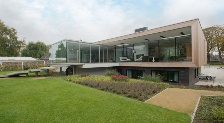 jardin amplio casa disenada LIAG architects ideas