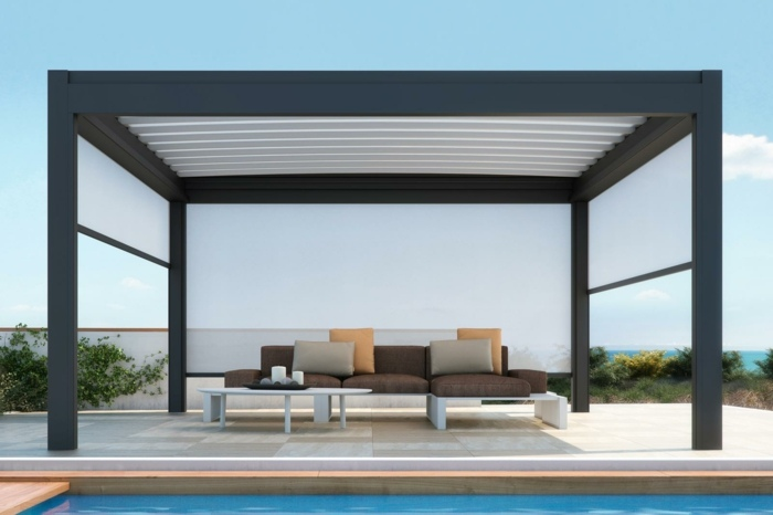 jardin amplio piscina pergola aluminio negro ideas