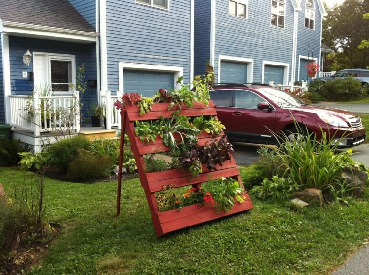 jardin vertical con palets funciones cesped pintado