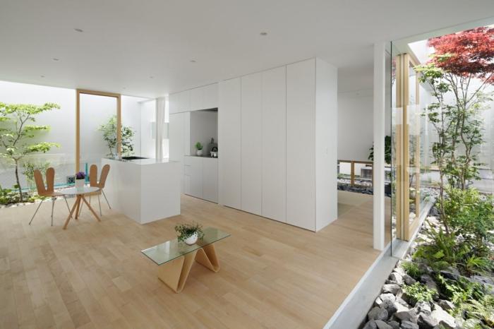 jardin zen interior claro tono madera flores