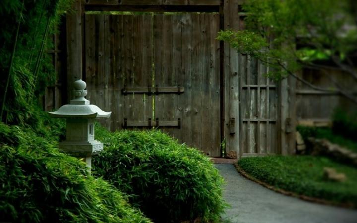 jardin zen meditacion estructuras fuentes madera