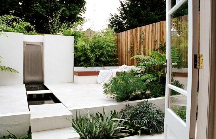 jardin pequeño fuente cascada moderna