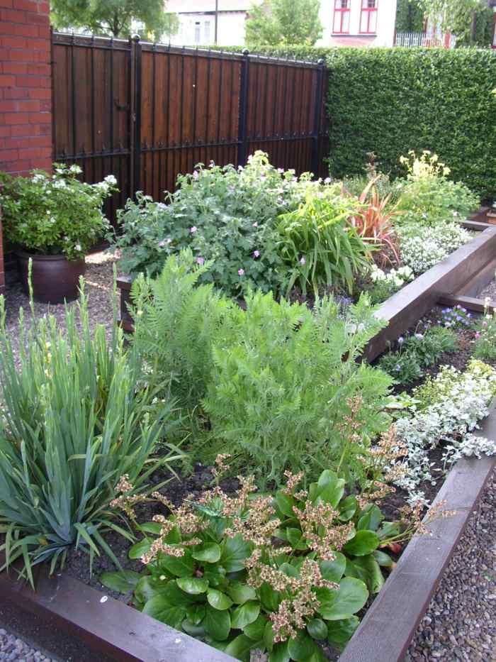 Dise o de jardines ideas para espacios peque os - Jardineras de colores ...