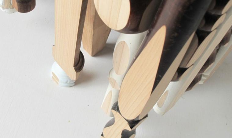 mesa madera trozos palos patas
