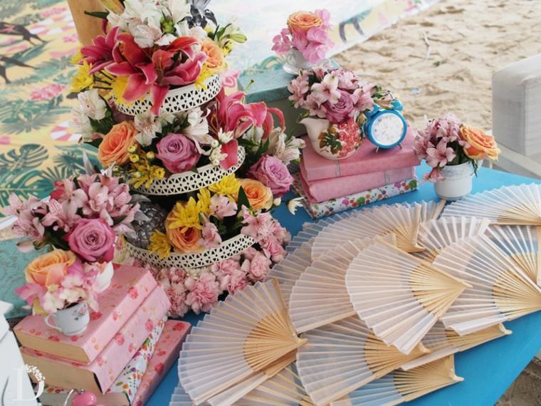 mesa estilo vintage fuente flores