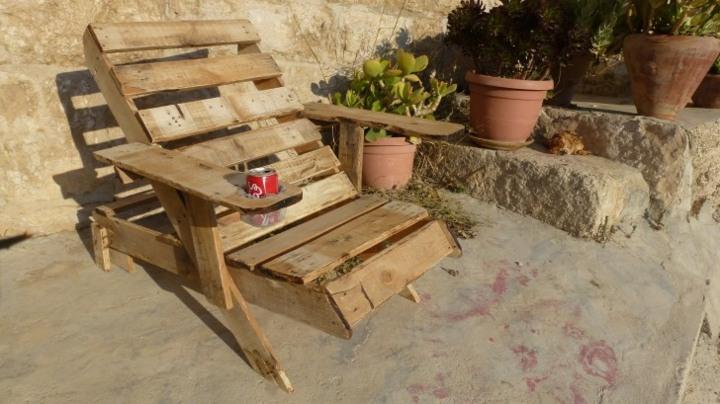 muebles jardin con palets cojines respaldo macetas
