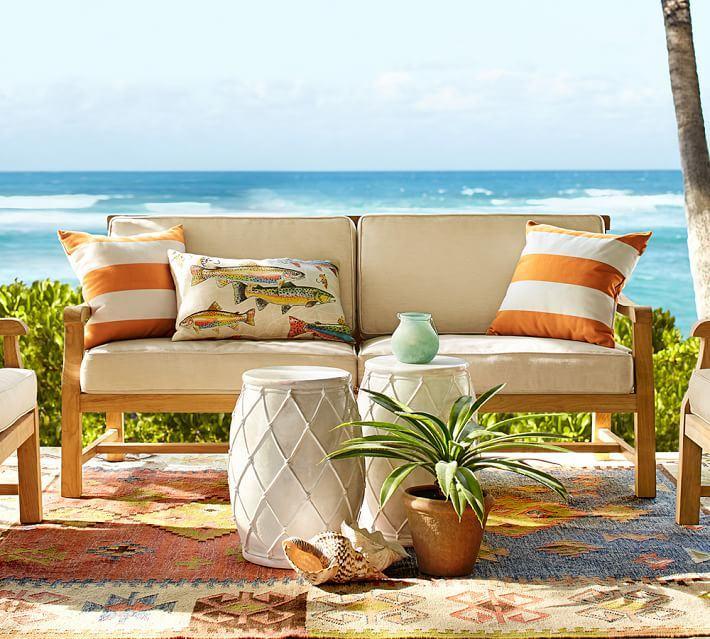 muebles madera teca cojines blancos alfombra ideas
