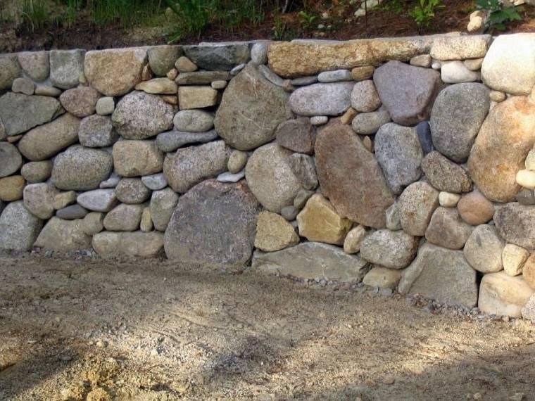 muro de piedras secas rocas