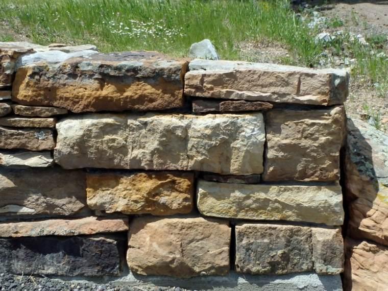 muro piedras diferentes tamaños