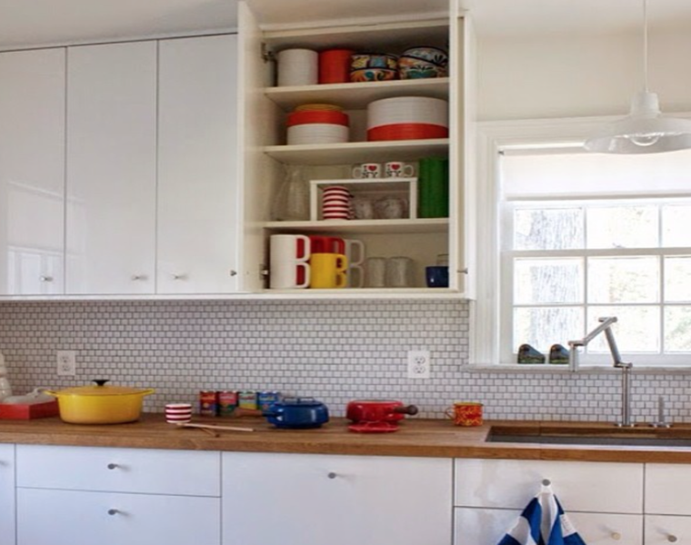 Cocina blanca encimera madera veinticuatro dise os - Cocina blanca moderna ...