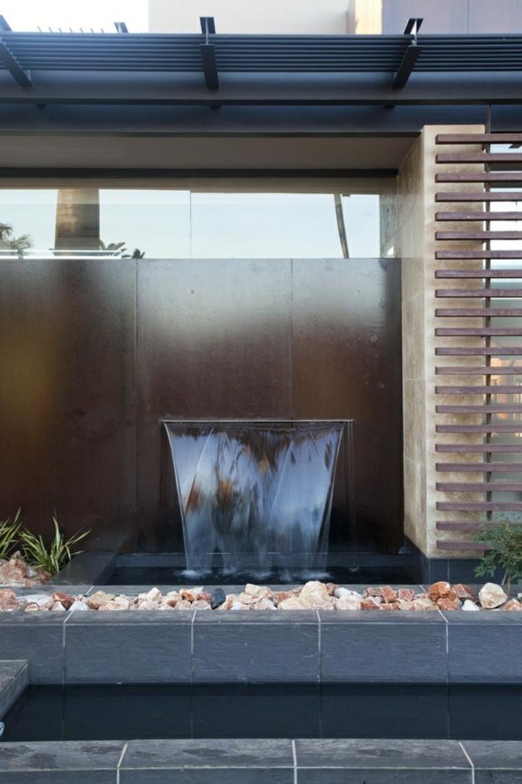 Cascadas y fuentes de jard n modernas 42 ideas estupendas for Fuentes de jardin modernas