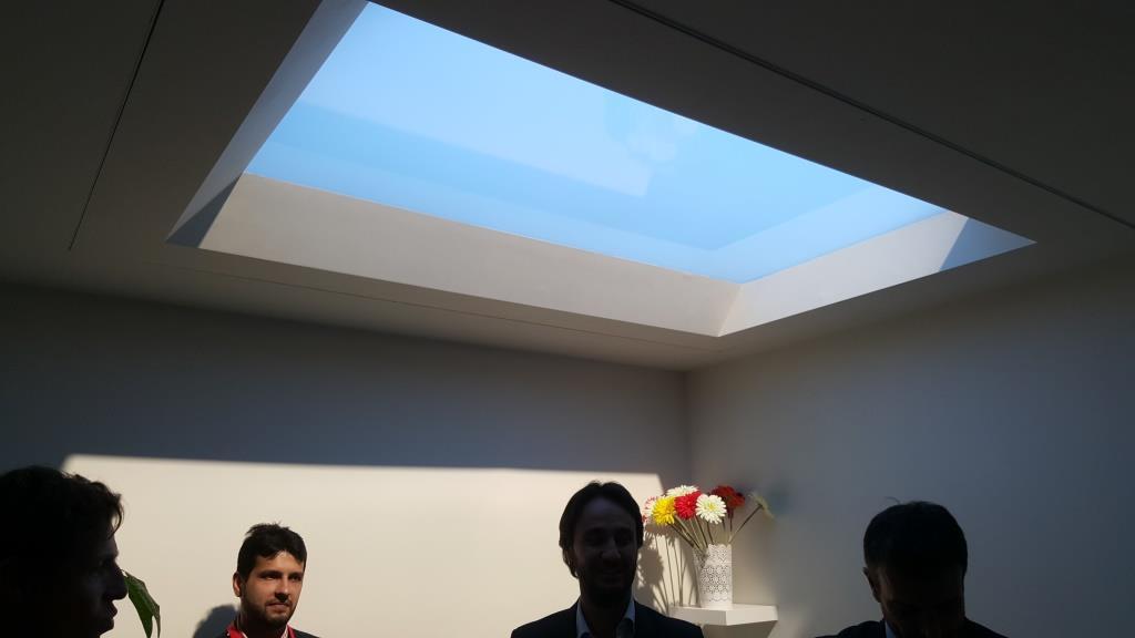 Tragaluz artificial coelux lo m s parecido a la luz solar - Claraboyas para banos ...