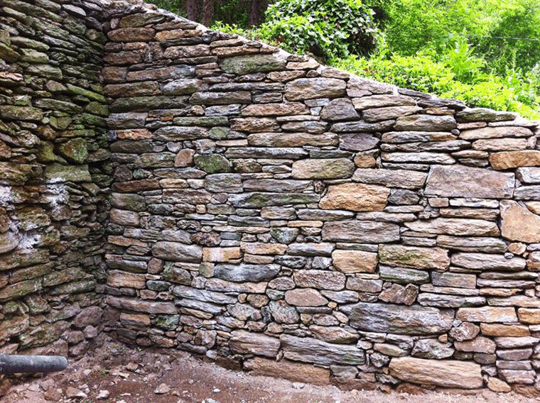original muro de piedras esquina