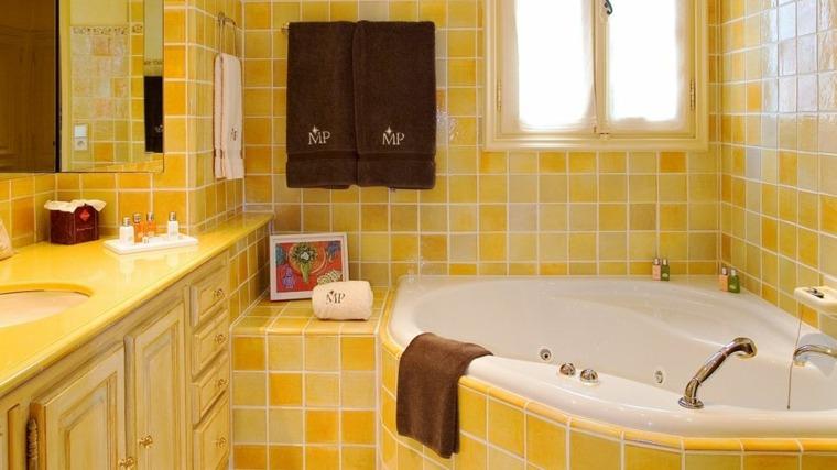originales azulejos baños amarillos