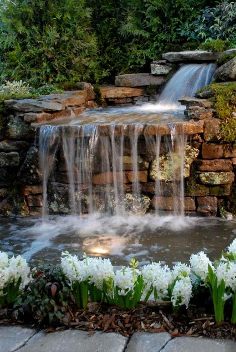 Cascadas y fuentes de jard n modernas 42 ideas estupendas for Fuentes de jardin