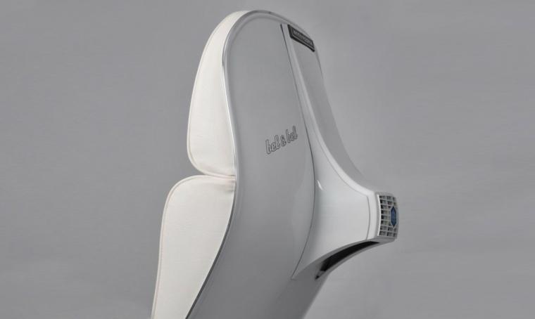 sillon vespa color gris blanco