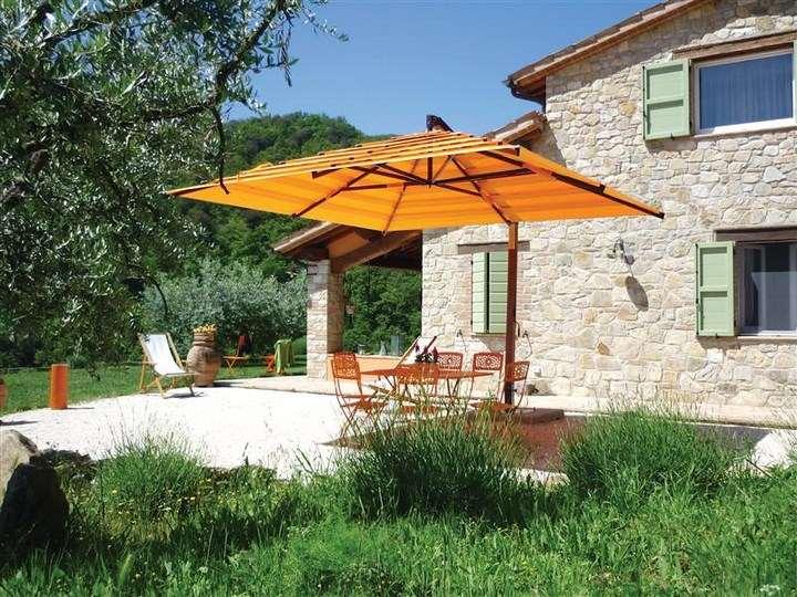 sombrillas sol aire libre muebles naranja jardin ideas