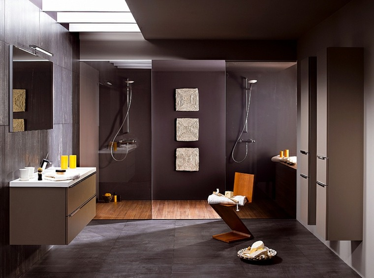 suelo madera baños grises silla