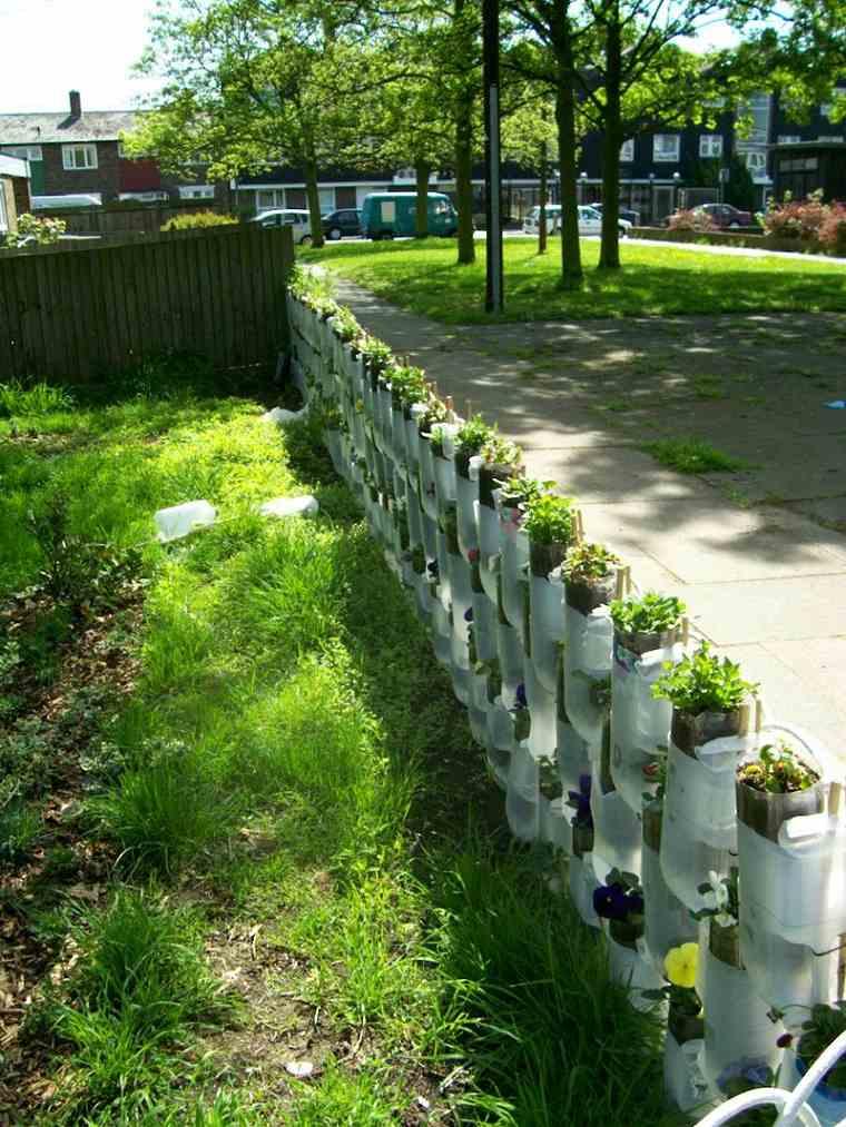Como hacer manualidades ideas para decorar el jard n for Casas de plastico para jardin