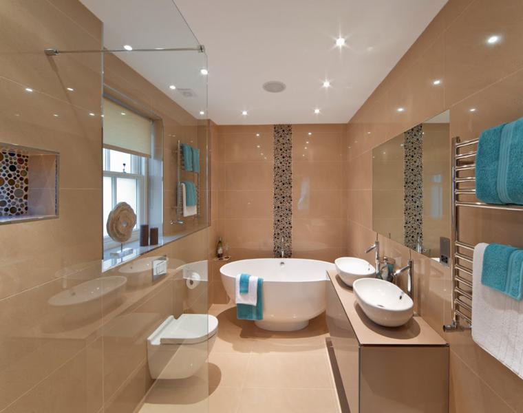 baño azulejos brillantes color beige