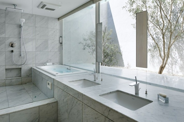 baño amplio luminosos elegantes madera arboles